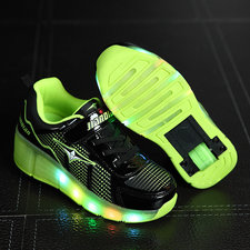 Schoen met lichtjes én wieltjes (zwart)