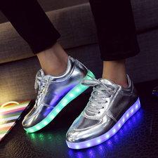 Zilveren led schoenen (witte veters)