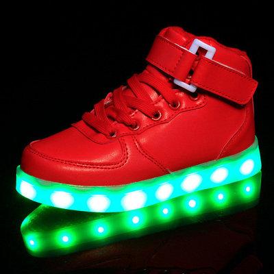 Hoge kinderschoenen met lichtjes rood