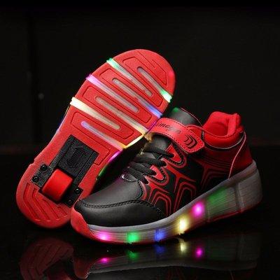 Simulation schoenen op wielen zwart